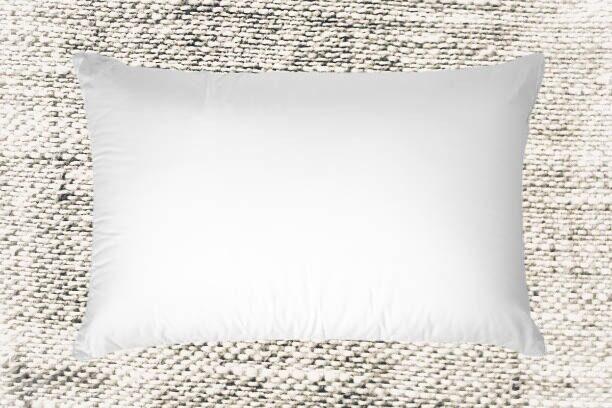 Spilvens balts (iegādājoties lina spilvendrānu)
