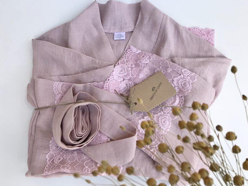Mīkstināta lina halāts ar mežģīnēm(maigi rozā)