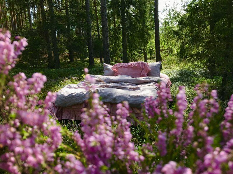 Gaiši violet-pelēks(lavanda) palags ar 2 rišām