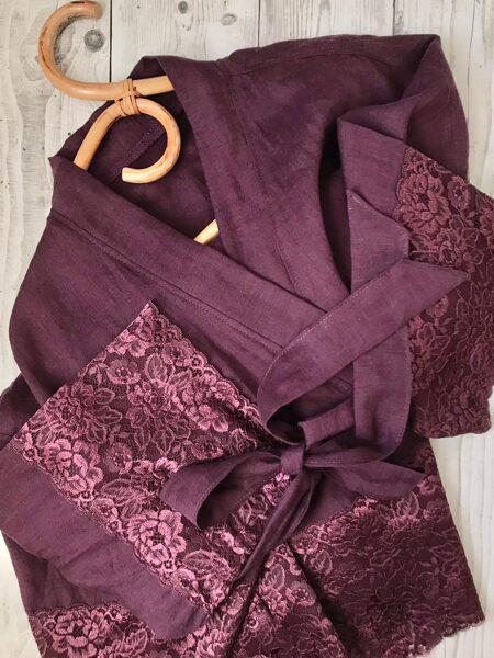 Tumši violets smalka lina halāts ar mežģīnēm